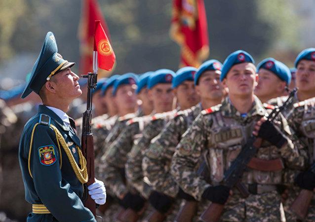 Militares de Kirguistán (archivo)