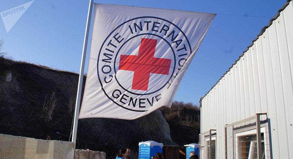 La bandera de CICR en Ucrania (archivo)