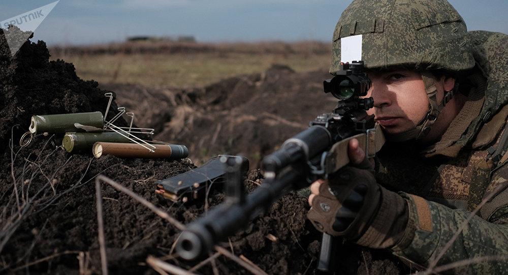Francotirador ruso durante unas maniobras (archivo)