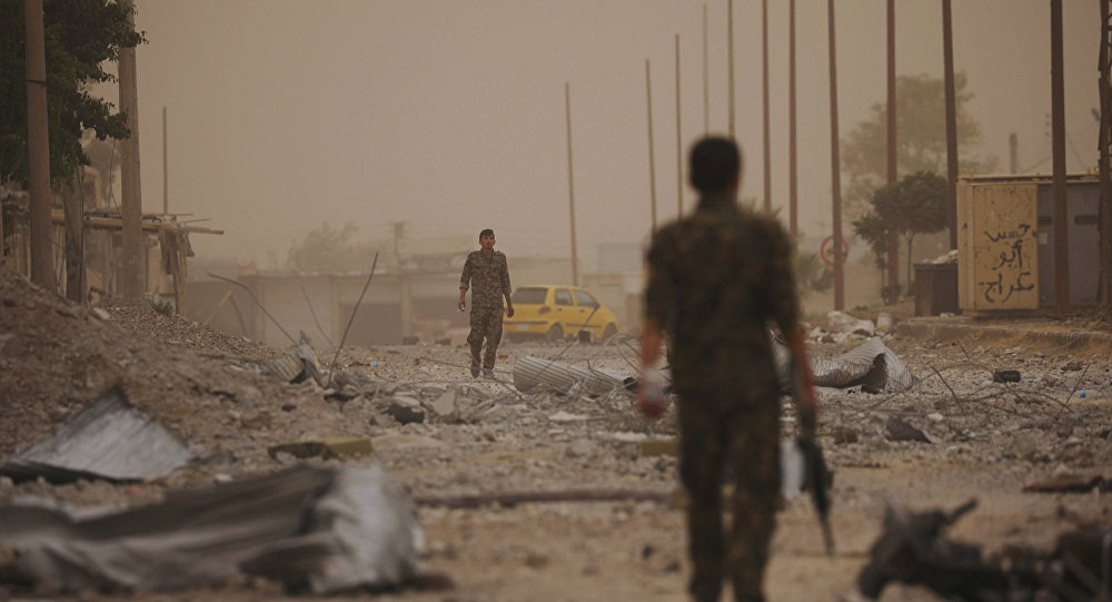 Vídeo: Gesto de una francotiradora tras salvarse de bala de Daesh