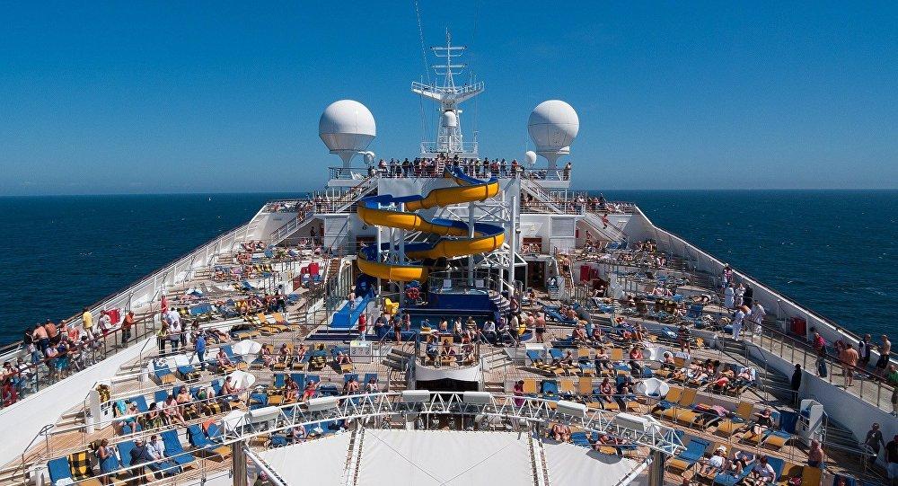 Un buque turístico de pasajeros