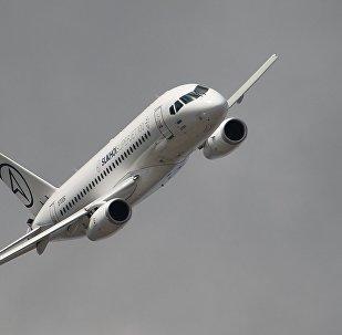 El avión Sukhoi Superjet 100 en pleno vuelo (archivo)