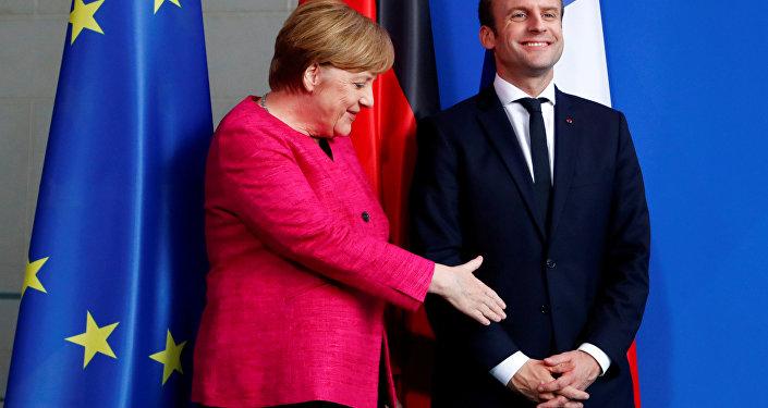 Emmanuel Macron, presidente de Francia, y Angela Merkel, canciller alemana (archivo)
