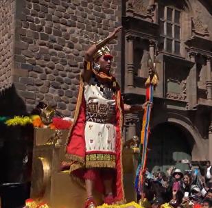 Miles de personas participan en Perú en el festival inca del sol Inti Raymi