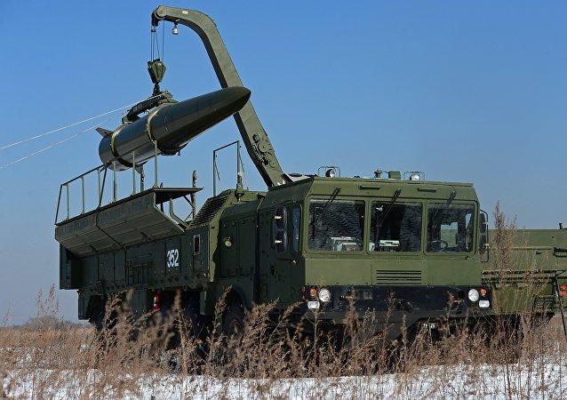 El sistema de misiles tácticos ruso Iskander durante las maniobras (archivo)