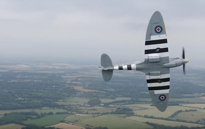 Un 'as' de la Luftwaffe nazi vuela en el avión más emblemático de la RAF británica (vídeo)