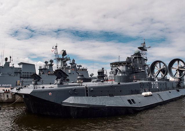 Un buque ruso en el Salón Internacional de Marina de Guerra en San Petersburgo, Rusia