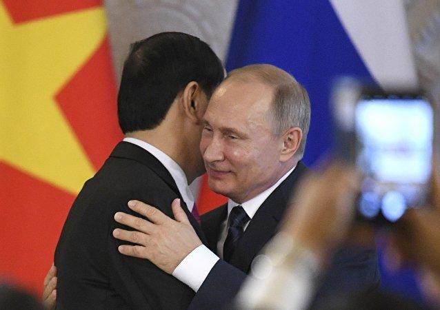 El Presidente de Vietnam, Tran Dai Quang y el president de Rusia, Vladímir Putin