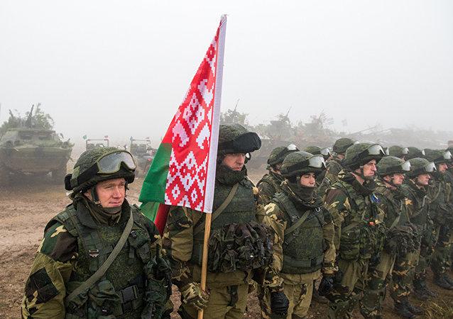 Militares bielorrusos durante maniobras (imagen refencial)