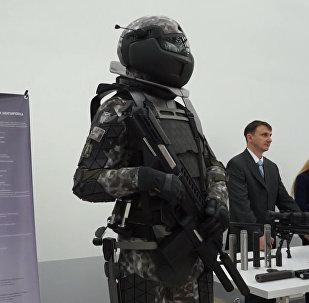 Rusia muestra cómo será el traje de combate del futuro