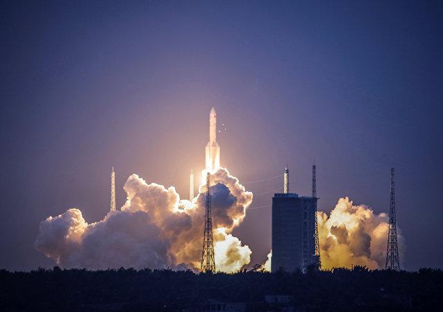 Lanzamiento del cohete pesado chino Larga Marcha 5 (archivo)