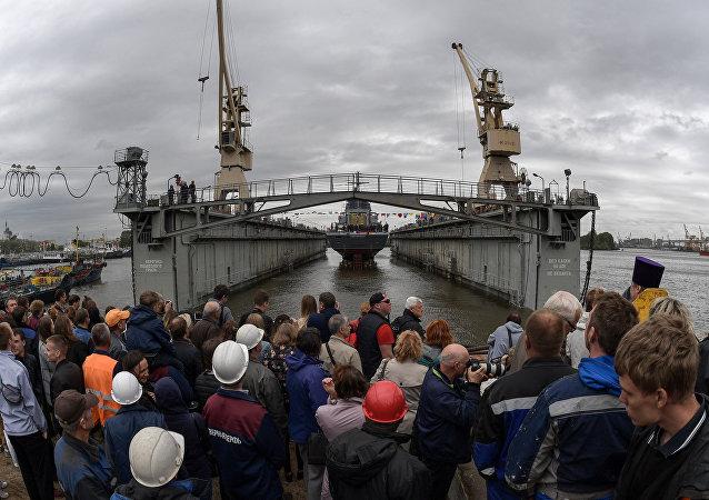La botadura del destructor ruso Gremiaschi