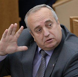 Senador ruso advierte que en breve se prevé provocación con armas químicas en Siria
