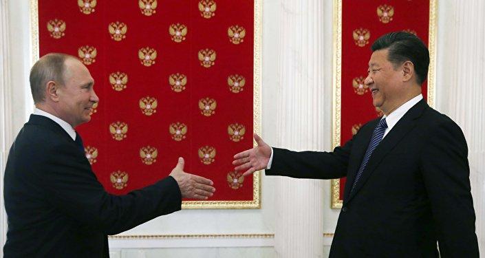 El presidente de Rusia, Vladímir Putin con su homólogo chino, Xi Jinping (archivo)