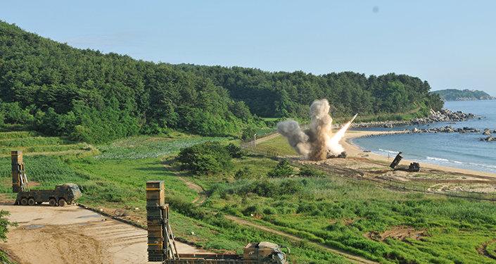 Lanzamiento de un misil en el marco de las maniobras conjuntas de EEUU y Corea del Sur