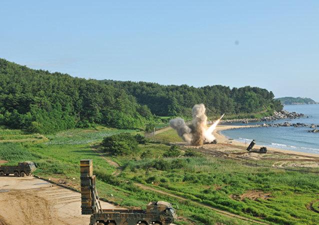 El lanzamiento de un misil en el marco de las maniobras conjuntas de EEUU y Corea del Sur (archivo)