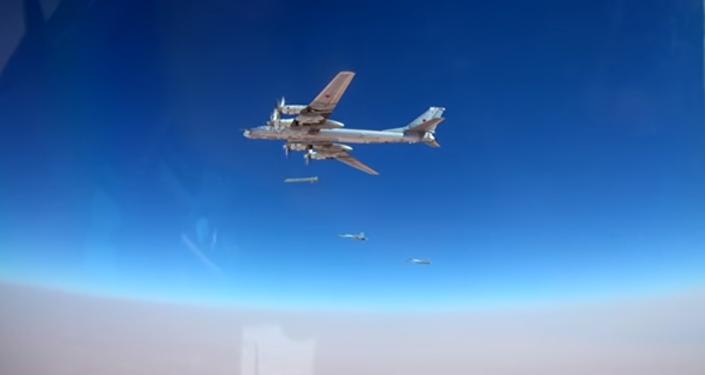 Bombardero ruso Tu-95MS ataca las posiciones de Daesh con misiles J-101
