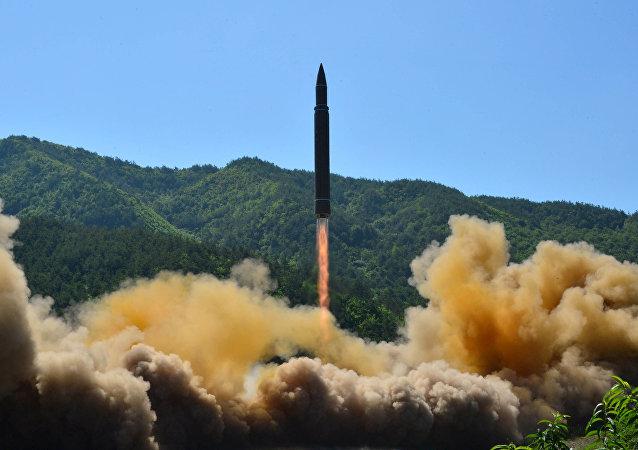 Hwasong-14, misil balístico norcoreano (archivo)