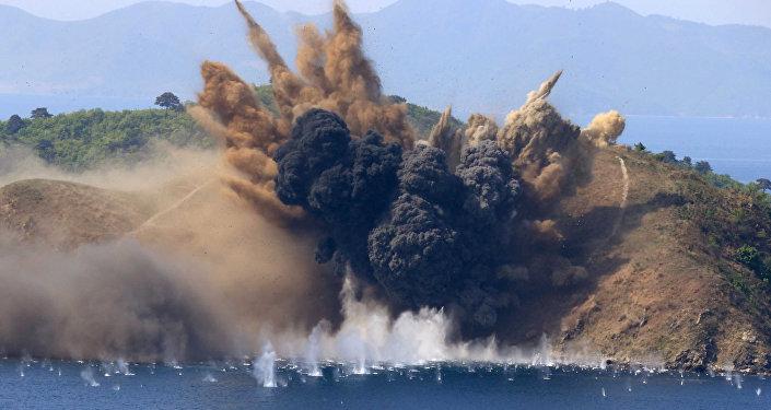 Una explosión producida durante los ejercicios de tiro en Corea del Norte (imagen referencial)
