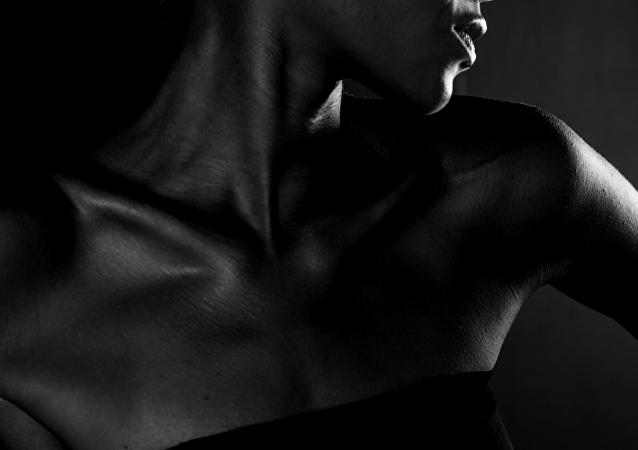 Una modelo de piel oscura (imagen referencial)