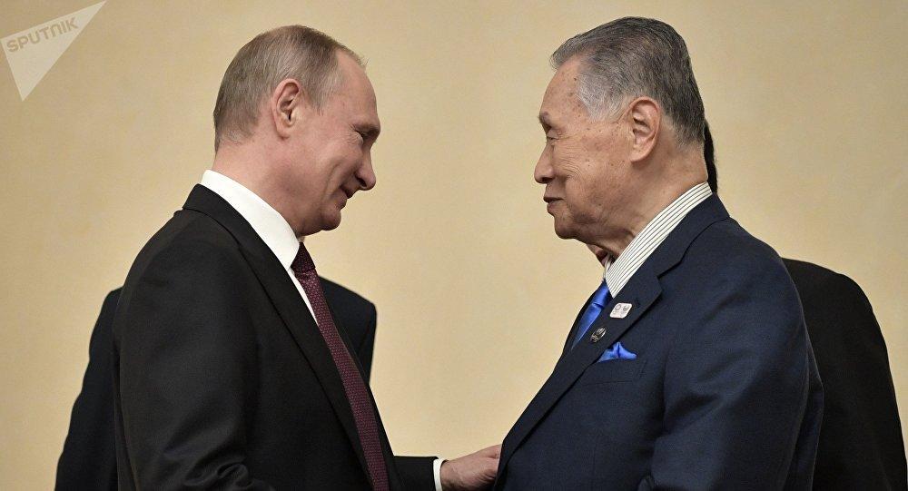 Presidente de Rusia, Vladímir Putin, ex primer ministro de Japón, Iosiro Mori