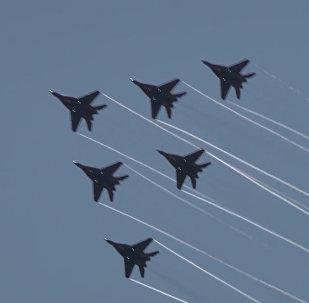 El famoso grupo de acrobacia aérea sobrevuela San Petersburgo
