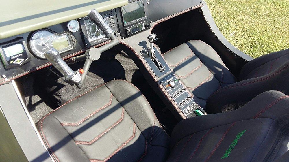 El interior del vehículo anfibio Triton