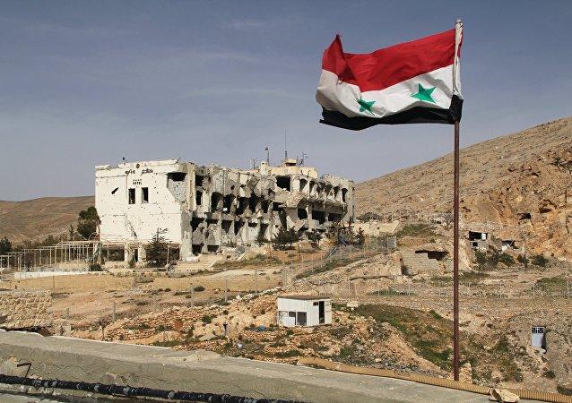 Bandera siria en la localidad de Maalula