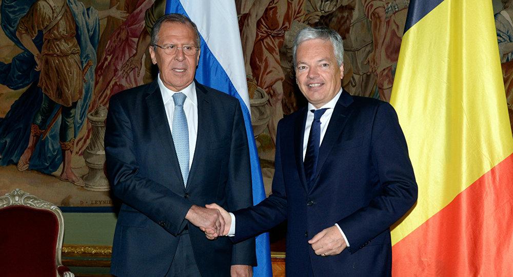 Serguéi Lavrov, ministro de Exteriores de Rusia, y su homólogo belga, Didier Reynders