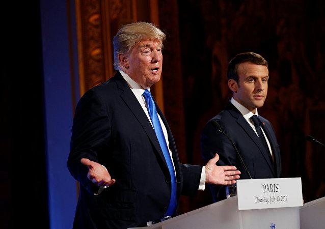 El presidente estadounidense, Donald Trump, con su homólogo francés, Emmanuel Macron