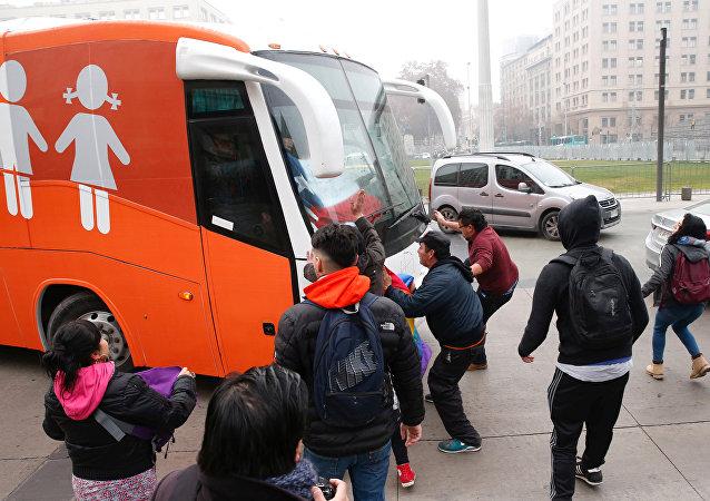Protesta contra 'bus transfóbico' en Chile