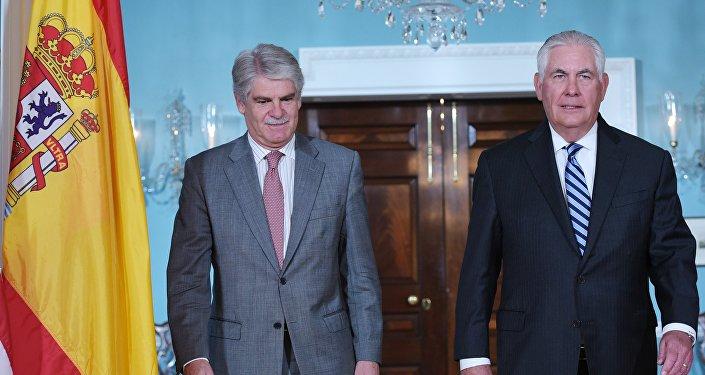 EL canciller de España, Alfonso Dastis, y el Secretario de Estado de EEUU, Rex Tillerson