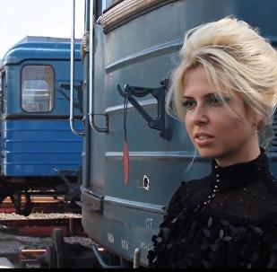 Despampanantes modelos rusas de Vogue eligen el metro de Moscú como pasarela