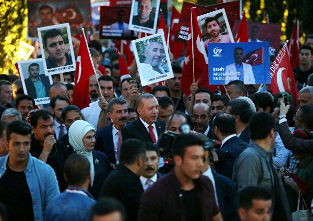 Recep Tayyip Erdogan, presidente de Turquía, participa del aniversario de la intentona golpista (archivo)