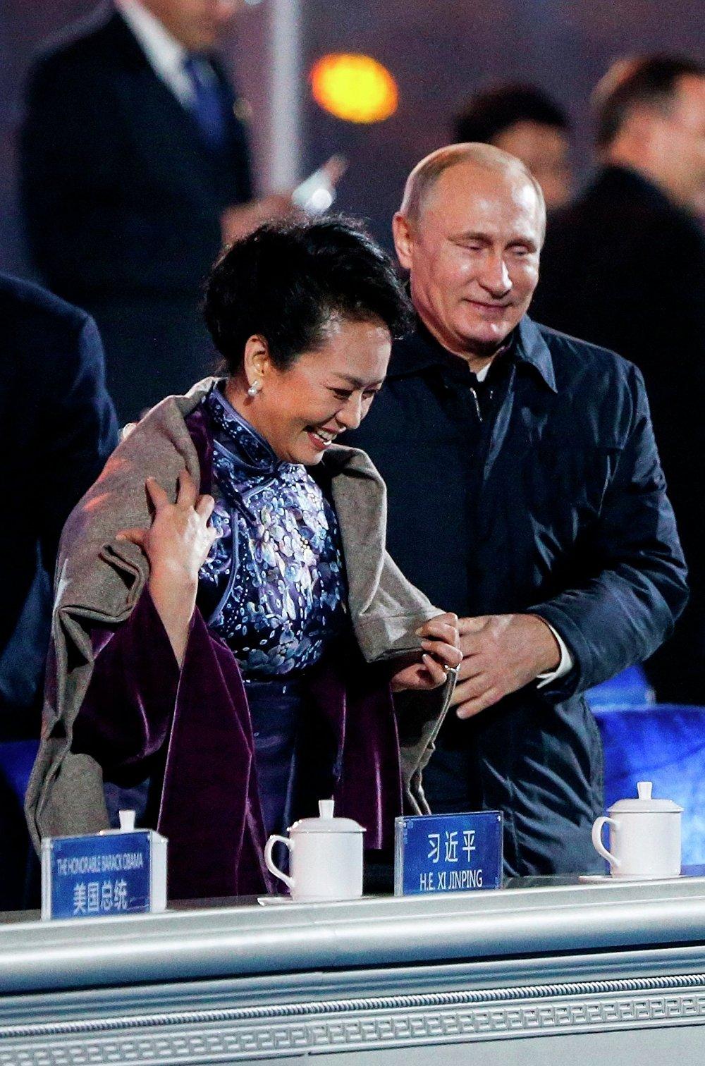 La primera dama de China, Peng Liyuan, y el presidente ruso Vladímir Putin