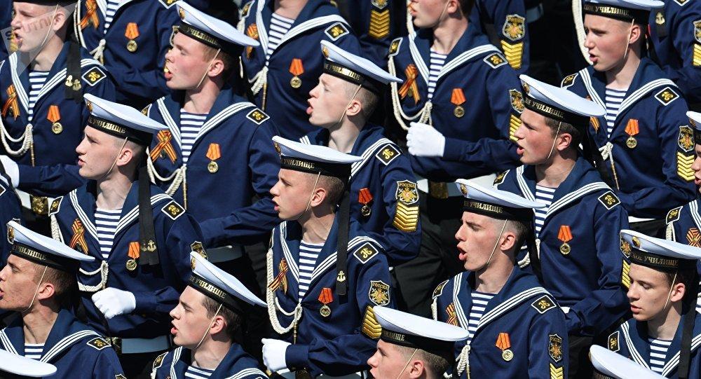 Cadetes de la Escuela Naval Najímov durante el Desfile de la Victoria en la Plaza Roja (archivo)