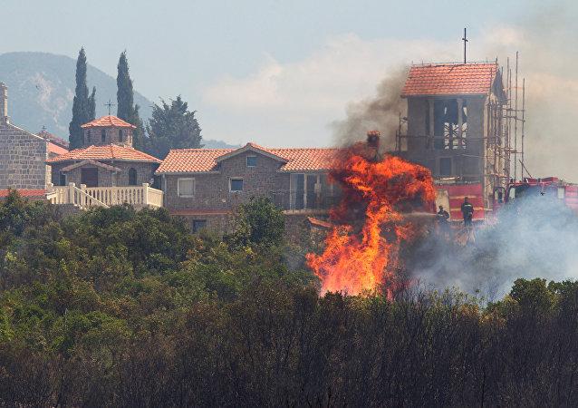 Un incendio en Tivat, Montenegro