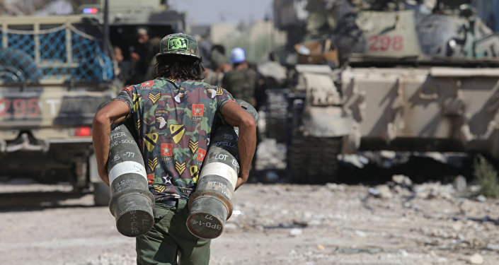 Un soldado libio con la munición en Bengasi, Libia (archivo)