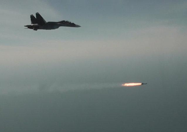 Los Su-300 SM, en acción: prueban las armas guiadas de los nuevos cazas rusos