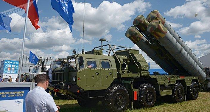 Sistema de misiles S-400 (imagen referencial)
