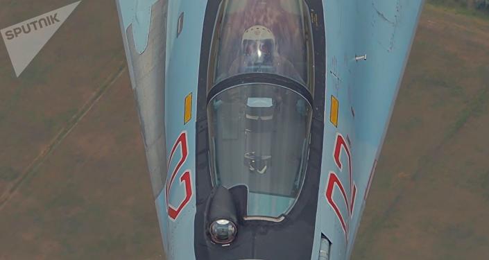 Pilotaje impactante del caza Su-35S