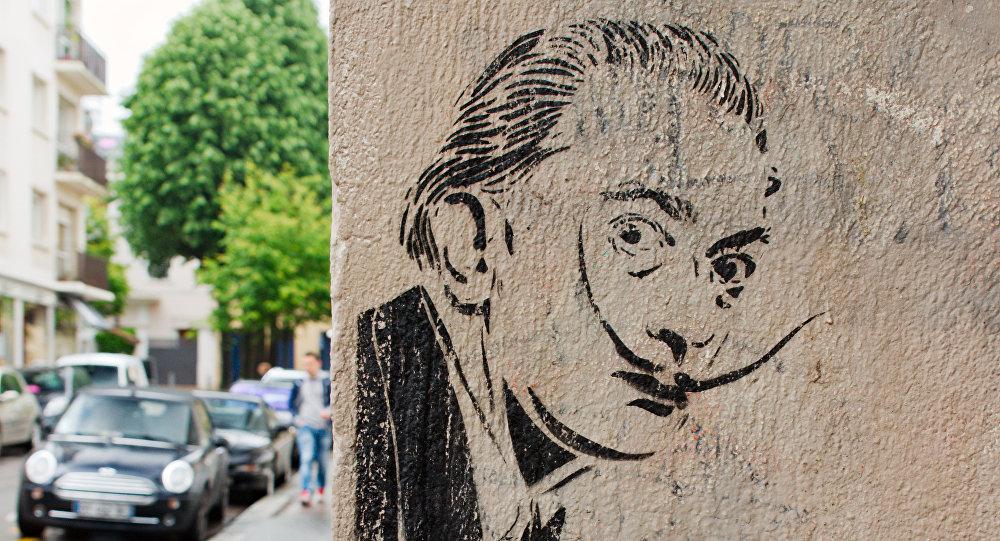 Un graffiti con el retrato de Salvador Dalí