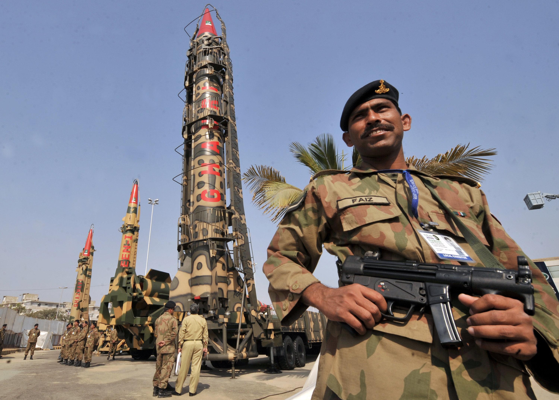 Misil nuclear de Fuerzas Armadas de Pakistán presentado en la Exposición Internacional de Defensa en la ciudad de Karachi, Pakistán