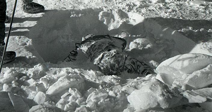 Uno de los cuerpos hallados en el lugar del misterioso incidente