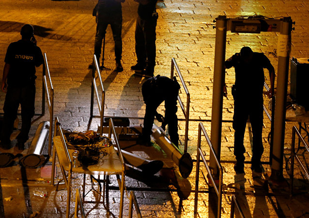 Las fuerzas de seguridad de Israel retiran los detectores de metales de la Explanada de las Mezquitas