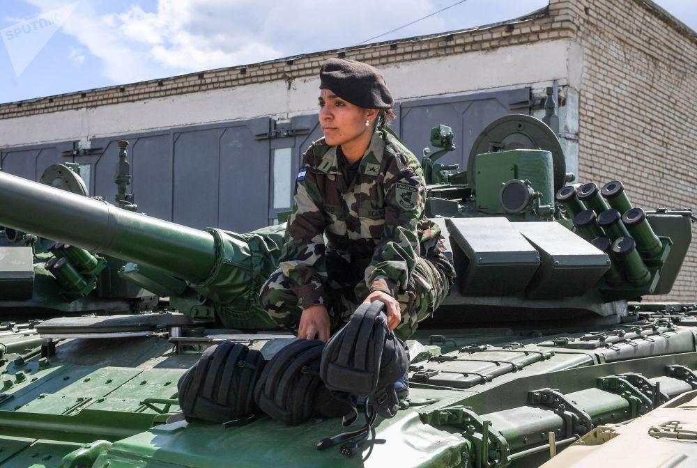 Antesala del 'biatlón de tanques': así ensayan los extranjeros en las instalaciones rusas