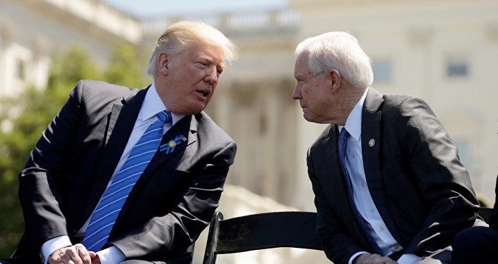 Presidente de EEUU, Donald Trump, y fiscal general de EEUU, Jeff Sessions