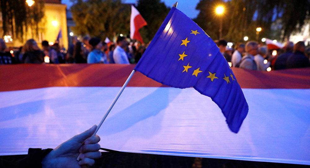 La UE tomará medidas legales contra Polonia por reforma judicial