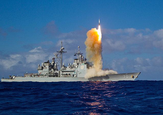 Un interceptor de misiles SM-3 Block se lanza de un crucero (imagen referencial)