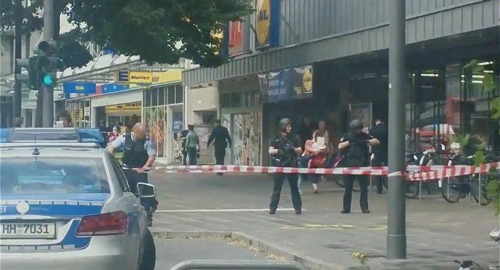 Las fuerzas de seguridad en el lugar del ataque en Hamburgo, Alemania
